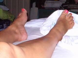 She turned me onto HER fetish, love it now. Can\'t even guess how many gallons of cum her guys have spilled on those sexy little toes and soles!