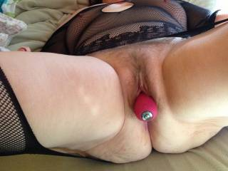 Great capture of my FWB seconds before climaxing.Check out the squeezed buttocks, erected nippels underneath the shine through top and her vibrator on autopilot. Her orgasm was incredible intense as usual.