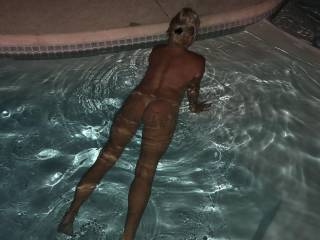Showing her ass in the pool... We love Florida