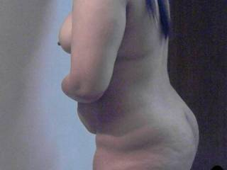 what a beautiful natural curvy body...a real woman..not a skinny bones and skin model