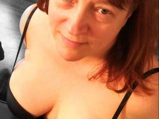 Did you know this married woman loves a man to give her tits a nice cumload? Will you help cover my tits with your love?