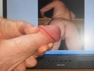 I thought her wet pussy was hot now tastyrenea\'s sweet ass got me stroking!