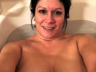 If you have been a fan of Melissa...you know what she loves to take a lot of pics either getting in...or out of the shower or tub.  Well...here she is just relaxing in the tub after a long day at the office.....thought you would enjoy.