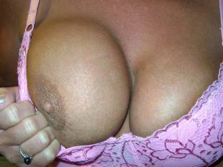 wow if you were close by i could cover them in cum then we could take pictures. very nice tits really need to have cum runing off them