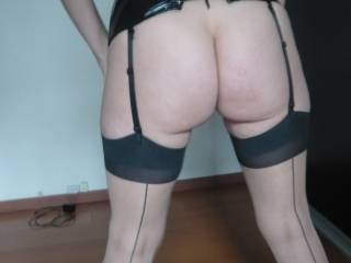Now thats what I call a horny looking women, would I love to have fun with you dressed like that :)