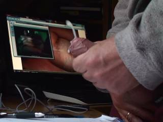 I´m cumming while looking zoig-girls. I´m looking on my friend natdave and on the videochat-girl. It was a great cumming.