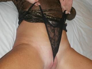 I want so bad to lick your shaved pussy...