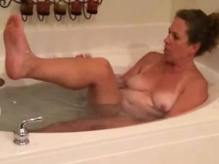 Milf shaving her legs