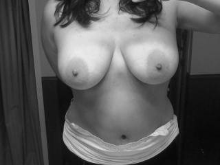 great tits, but I would be very into shooting a load into that hot belly button too!!