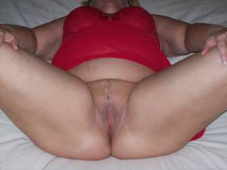 """Mrs Daytonohfun showing her soon to be fucked and Sportluvr creamfilled pussy for a picture to send to hubby of the """"before"""""""