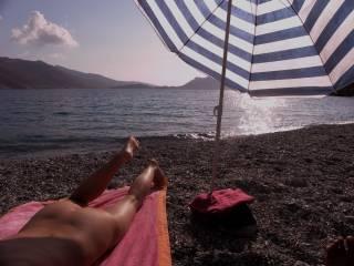 Isn\'t a lovely scene of Greece ?