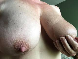 Such suckable tits and nipples --yummy!! I'd enjoy wrapping my lips around them.