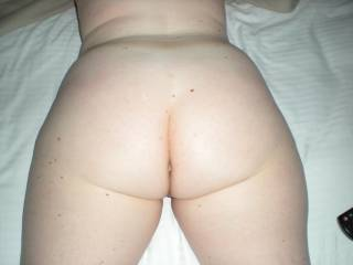 I like this big sexy ass I might cum on it myself !!!