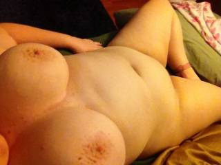 You are beautiful, love to play with those big tits.