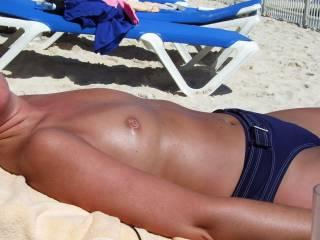 Very sexy tan body, she looks super hott.