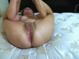 Showing off that phat pussy