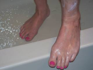 Pretty long toes....love to see them natural too:-) thanks