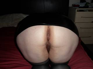 my big round arse ready for the taking I don't know shall I have 2 holes or one filled with spunk