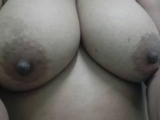 Mmmmm, those tits are gorgeous.