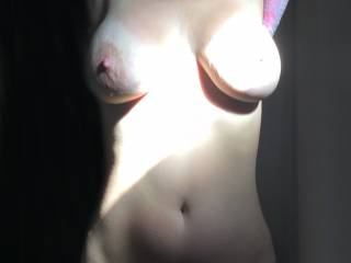 """WoW!!! Too bad the sun is so """"hot"""" on her left boob . . . even the sun should not obscure those perfect tits . .  LOL"""