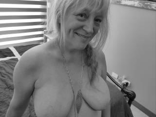 """Femme Sexuelle - Noir et Blanc Classique: """"Tits For Your Loving"""""""