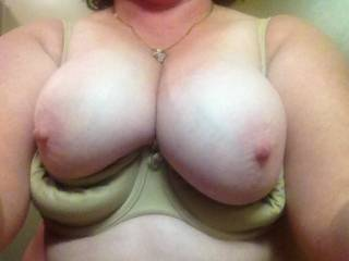 mmm i wanna fuck those big tits. love to feel their warm softness wrapped around my hot, throbbing hardness
