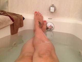 Love a long legged shot of soaking soft toes! Would love to see that tattoo food cupped against the other as they wrap themselves around my hot hard throbbing cock. Great pic!