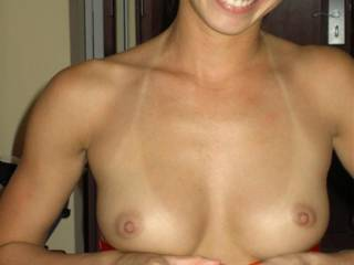 lovely woman, those beautifull tits still look nicer with that cute happy face - hot. Can't stop looking, ....