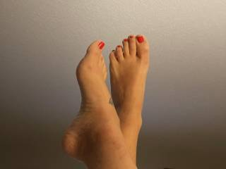 I love these sexy feet on my cock