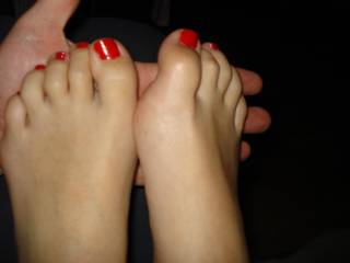 i'll take one foot and you the other and we'll suck those sexy toes  mmmmm