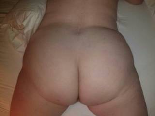 I'd love to ride that sexy ass!  It needs tag teamed by a couple of men to give it a good reaming