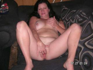 thats sexy seeing a hot mrs fingering her juicey wet pussy,what a hot horny mrs xxx