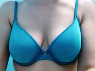 """MMMMM SEXY, love to lay my face in """"that"""" cleavage !!"""