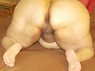 thats 1 hot ass and pussy made for fucking love to have you wriggle back onto my cock till i,m in then fuck that pussy till your juices are drpping out then shoot my load over that ass and up your back ummm