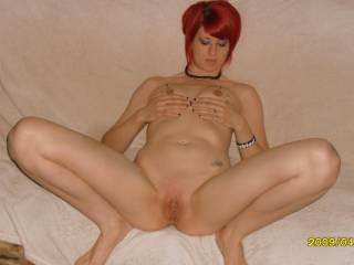 Every time i see that pussy and red hair i cum ,wish you were cumming in my mouth Great leg.s sexy sexy sexy ..............