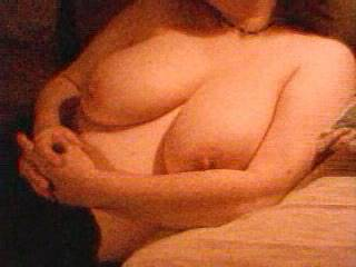Busty wife Shows Off Her Big Natural Boobs
