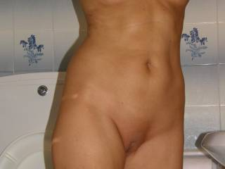Gf with her new freshly shaved pussy Like ?