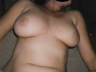 an old pic of my sexy girlfriend while i fuck her deep...can you imagine her tits bounce while we fuck?