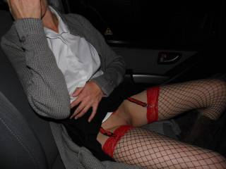 Flashing her pussy in the car