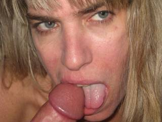 She is so sexy looking. Nice mouth and tongue.