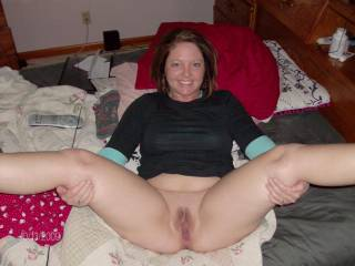 Wow, what a pretty girl, and beautiful to see those legs open and that gorgeous pussy winking... ;) xxx