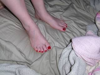 id love to see more picks of her sexy feet