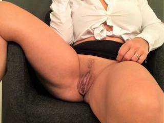 Yeah I could.. Won't you enjoy a boss that submitted to you and was down on the knees sucking on those lips.. N you make his face wet with your juices.!