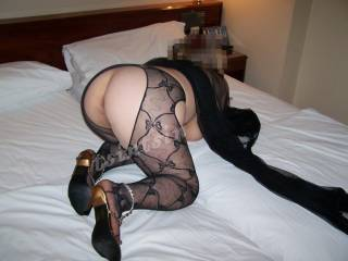 Great ass, great posing, deserves a bunch of nice cocks!