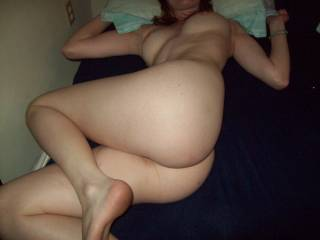 sexy pose..what a turn on!! hmm love het tits and ass...great body