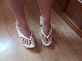 Wife feet on platforms