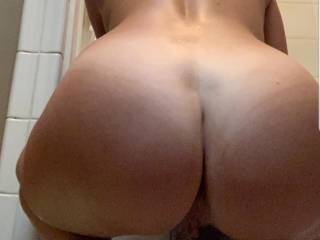 New fuck friend showing off that sexy ass...