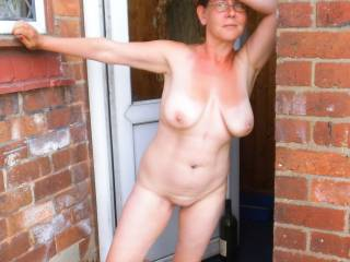 i wish i was the delivary man been created at the door by you love it as usaual very sexy love those hanging tits mmmmm