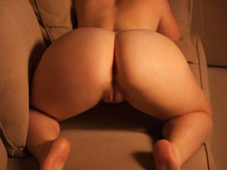 couldnt ask for a hotter set of hips, thighs, and ass... let alone that gorgeous plump pussy. love it