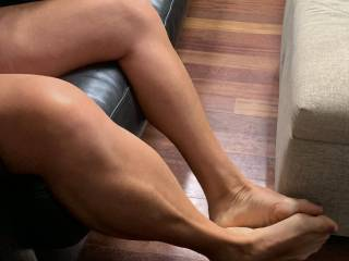 """giving Hubs the sign I want to give him a footjob - doing the """"footjob in the air"""""""